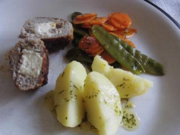 Feta - Bremsklötze, rot, grünes Gemüse und Kartoffeln - Rezept