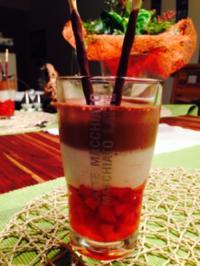 Erdbeeren in Prosecco-Gelee mit Zitronen/Vanille- und Schoko-Mousse - Rezept