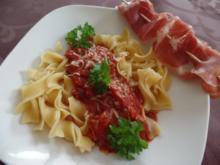 Bandnudeln mit einer selbstgemachten Tomatensauce - Rezept