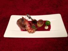 Wagyu Filet mit Rosenberggarnele auf Rote Bete Spiegel mit afrikanisch Gemüse und Gratin - Rezept