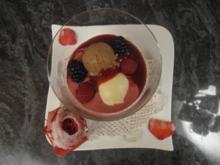 Dessert im Kugelglas mit gezuckerten Rosen - Rezept