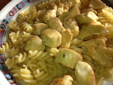 Hähnchenbrustfilets in Cambozola-Sahnesoße mit einem Schuss Marsala und Curry - Rezept