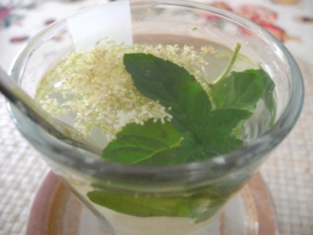 Heiße Getränke : Holunder - Schokominze - Tee - Rezept