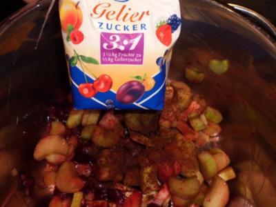 Aufstrich, süß: Rhabarber-Konfitüre mit Kirschen und Nelke - Rezept