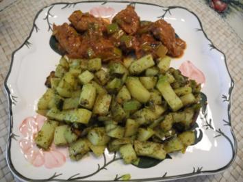 Vegan : Gewürfelte Porree - Kräuter - Kartoffeln mit Soja - Gulasch - Rezept
