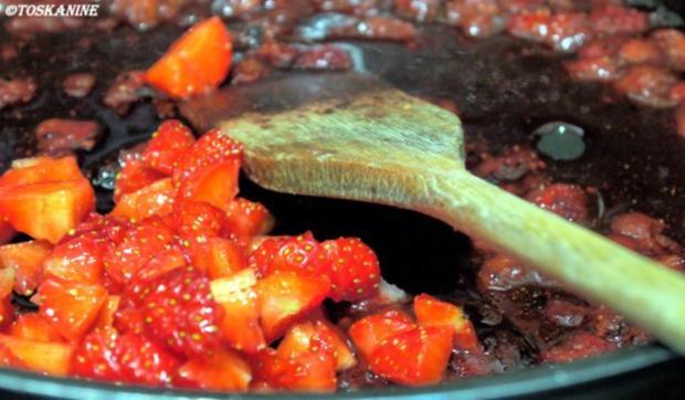 Rinderfilet mit Erdbeer-Pfeffersause, grüner Spargel und Süsskartoffel-Pommes mit Majo - Rezept - Bild Nr. 14