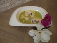 Feines Erbsensüppchen mit Kokosmilchschaum und gebratener Jakobsmuschel - Rezept