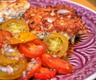 Scharfe Hähnchenbouletten mit buntem Tomatensalat - Rezept