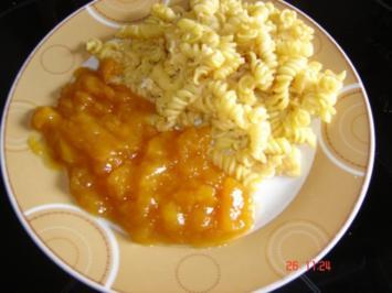 Gebackene Nudeln mit Pfirsichkompott - Rezept