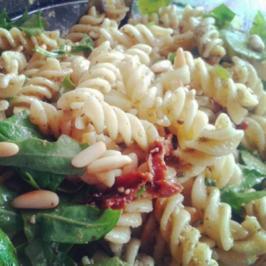 Pesto-Nudelsalat - Rezept