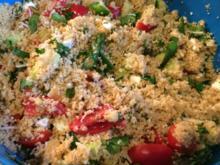 Couscous Salat mit zweierlei Käse - Rezept