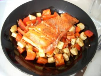 Bunte Pfanne mit Lachs und Tofu - Rezept