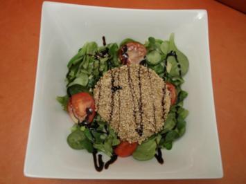Gratinierter Sesam-Ziegenkäse an Rapunzel mit Honig-Senf-Vinaigrette - Rezept