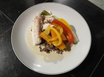 Doraden Filet in Weißwein-Knoblauchsoße auf Gemüsebett - Rezept