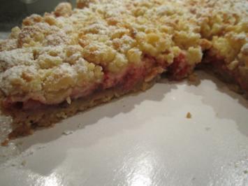Rhabarber - Erdbeer - Tarte mit Mandelstreuseln - Rezept