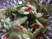 Knackiger Gurkensalat mit einfachem Essigdressing - Rezept