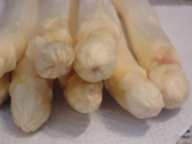 Asparagus mit Kräuter Hollandaise, Natur Reis und marinierte Hähnchen - Innenfilets - Rezept - Bild Nr. 4