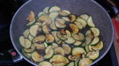 Hackbällchen mit Reis und Gemüse - Rezept
