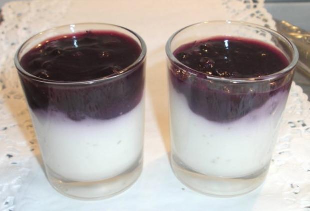 Kokos-Panna cotta mit Heidelbeeren - Rezept