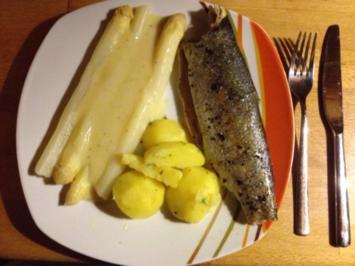 Ofenforelle mit frischem Spargel und Petersilienkartoffeln - Rezept