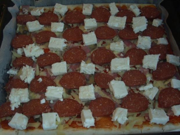 Pizza mit Sucuk und Schafskäse - Rezept - Bild Nr. 2