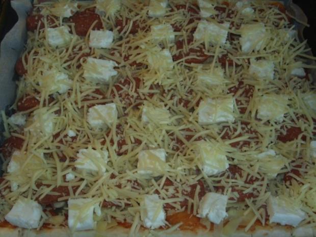 Pizza mit Sucuk und Schafskäse - Rezept - Bild Nr. 3