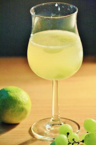 Bowle: Limetten-Ginger Ale-Bowle mit Weintrauben - Rezept