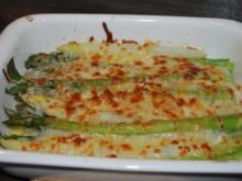 Mit Parmesan-Mozzarella-Haube gratinierter Spargel - Rezept