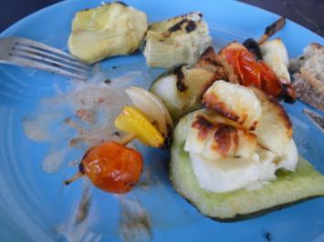 Gegrillter Gemüsespiess mit Halloumi und gefüllte rote Betekugel - Rezept