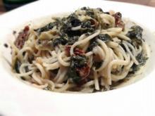 Spaghetti mit Kokosnuss-Spinatsauce mit Artischocken und getrockneten Tomaten - Rezept
