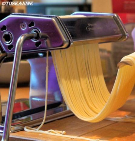 Spaghetti mit roher scharfer Tomatensauce - Rezept - Bild Nr. 13