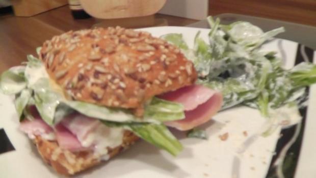 Schinken Spargel Burger mit Feldsalat Fastfood frisch und schnell - Rezept