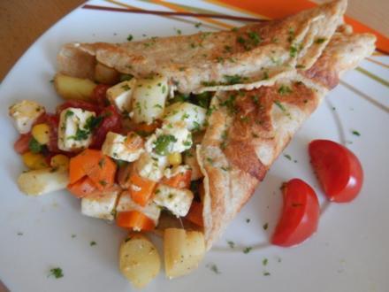 Pfannkuchen mit Schafskäse-Gemüse-Füllung - Rezept