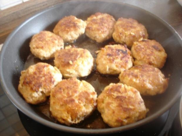 Hackfleischklopse mit Sauce, Möhren-Zucchini-Kartoffel-Stampf und Möhrenblütengemüse - Rezept - Bild Nr. 5