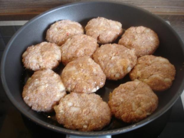 Hackfleischklopse mit Sauce, Möhren-Zucchini-Kartoffel-Stampf und Möhrenblütengemüse - Rezept - Bild Nr. 3