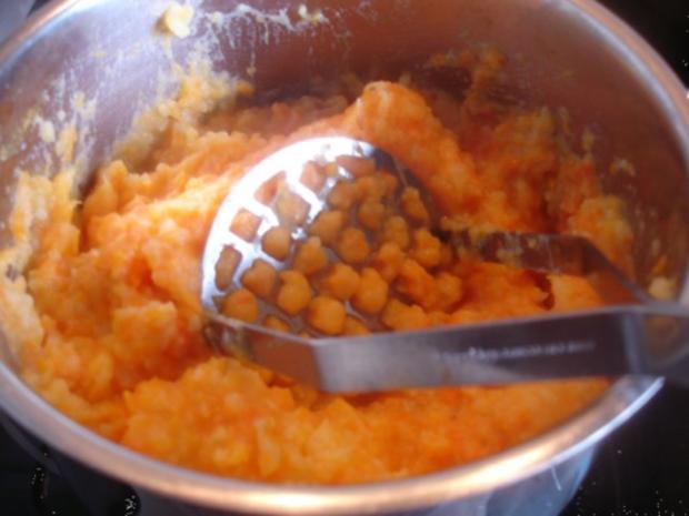 Hackfleischklopse mit Sauce, Möhren-Zucchini-Kartoffel-Stampf und Möhrenblütengemüse - Rezept - Bild Nr. 10