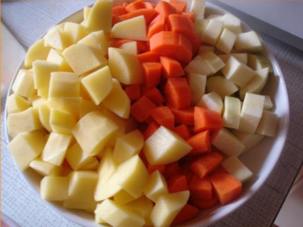 Hackfleischklopse mit Sauce, Möhren-Zucchini-Kartoffel-Stampf und Möhrenblütengemüse - Rezept - Bild Nr. 8