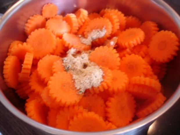 Hackfleischklopse mit Sauce, Möhren-Zucchini-Kartoffel-Stampf und Möhrenblütengemüse - Rezept - Bild Nr. 14
