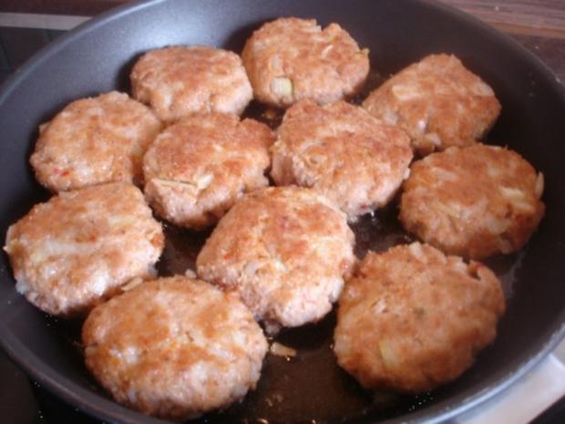 Hackfleischklopse mit Sauce, Möhren-Zucchini-Kartoffel-Stampf und Möhrenblütengemüse - Rezept - Bild Nr. 4