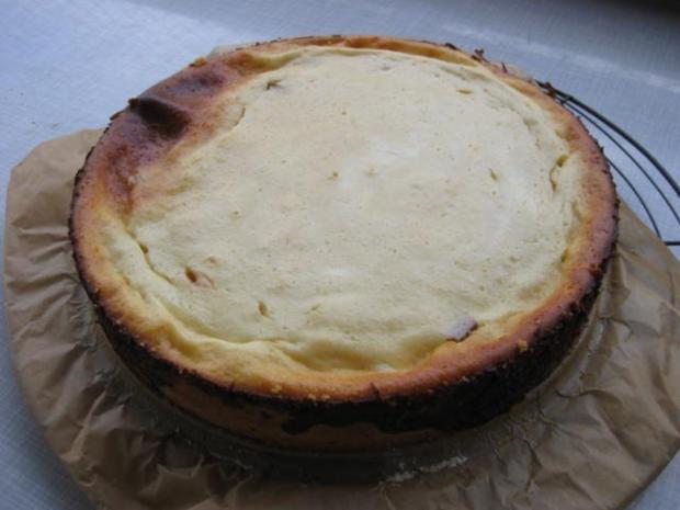 Buttermilch - Käsekuchen mit Rhabarber - Rezept
