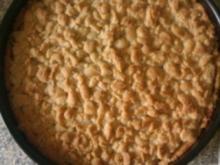 Quark-Streuselkuchen mit Kirschen und Raspelschokolade - Rezept
