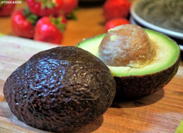 Avocado-Erdbeersalat mit Büffelmozzarella - Rezept - Bild Nr. 3