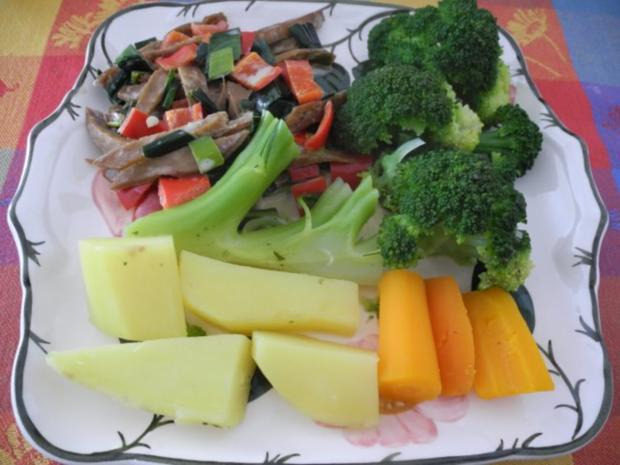 Vegan : Seitan - Pfanne mit Dreierlei-Beilage - Rezept