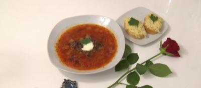 Borschtsch mit Käse-Aufstrich-Schnittchen - Rezept