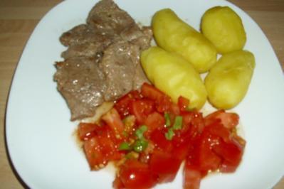 Schweinesteaks mit Pellkartoffeln - Rezept