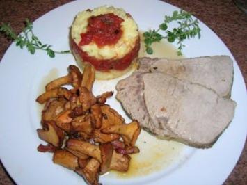 Kalbsrücken, zart gegart, an Tomaten-Kartoffel-Türmchen und Pfifferlinge - Rezept