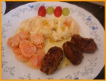 Rindermett-Paprika-Röllchen mit Kartoffel-Pastinaken-Möhren-Stampf und Möhrenblüten ... - Rezept