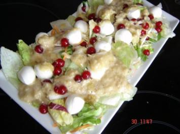 Fruchtiger Blattsalat mit Rhabarberdressing - Rezept