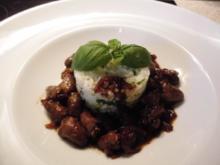 Hähnchen Herzen in Kirsch - Espresso Soße an grünem Reisturm - Rezept