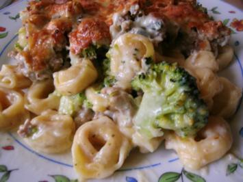 Rezept: Tortellinigratin....mit Broccoli und weißer Bolognesesauce